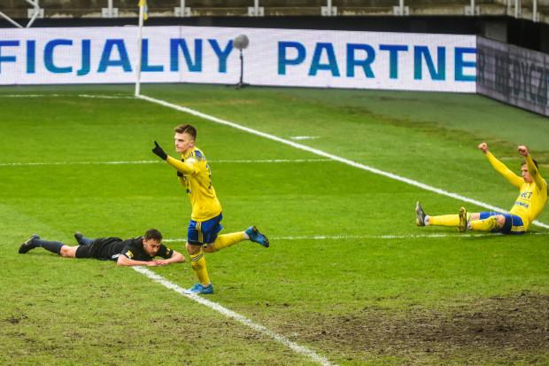 Maciej Rosołek strzelił gola w 3. meczu z rzędu i przypieczętował wygraną Arki Gdynia nad Stomilem Olsztyn 2:0.