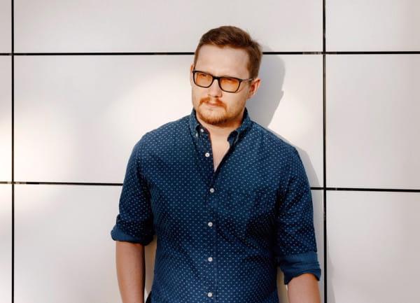 Jan Sikora jest architektem wnętrz, założycielem Sikora Wnętrza Architektura, wykładowcą Akademii Sztuk Pięknych w Gdańsku i laureatem wielu branżowych nagród.