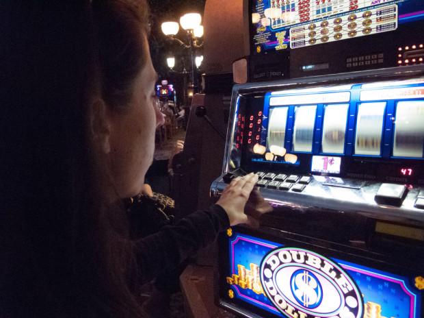 Śledczy informują, że oskarżeni na nielegalnym hazardzie zyskali 10 mln zł.