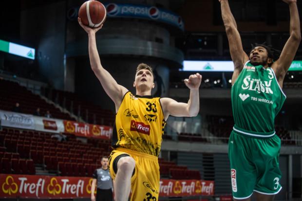 Karol Gruszecki znalazł się w reprezentacji Polski w koszykówce 3x3, która powalczy o przepustkę na igrzyska w Tokio.