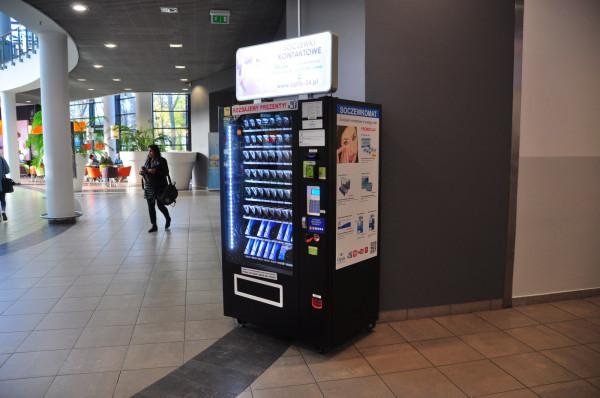 Automat sprzedający soczewki korekcyjne do oczu w Galerii Przymorze.