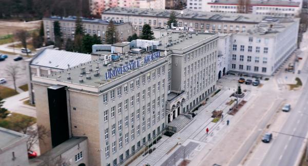 Budynek Uniwersytetu Morskiego w Gdyni.