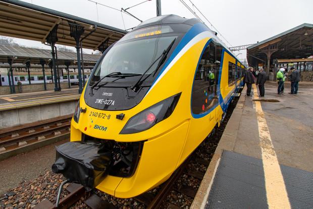 Obecnie SKM dysponuje tylko dwoma nowoczesnymi pociągami Impuls, łączonymi w jeden skład. Pozostały tabor wyprodukowano jeszcze w okresie PRL.