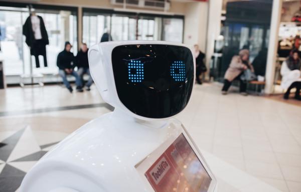 Załatwianie spraw w bankach czy ubezpieczalniach przez Internet stało się codziennością. Jednak czy już niedługo roboty będą nas obsługiwały także w bankowych oddziałach?