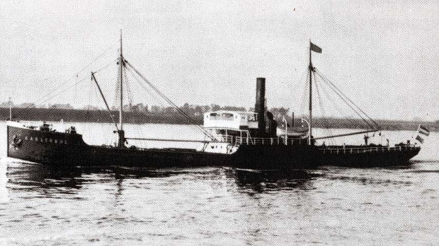 Po nalocie radzieckiego lotnictwa s/s Karlsruhe zatonął.