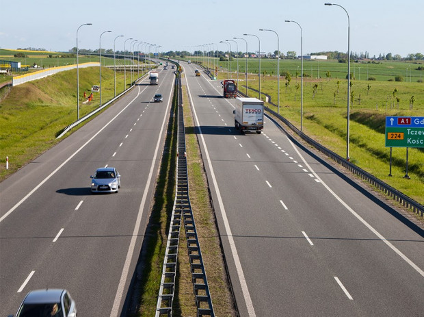 Na efekty nowych nasadzeń przy autostradzie A1 trzeba poczekać do lata.