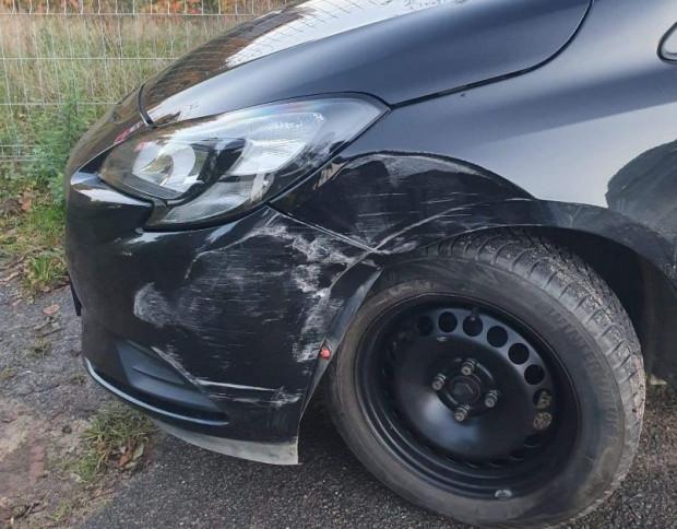 Opel Corsa sprawcy kolizji.