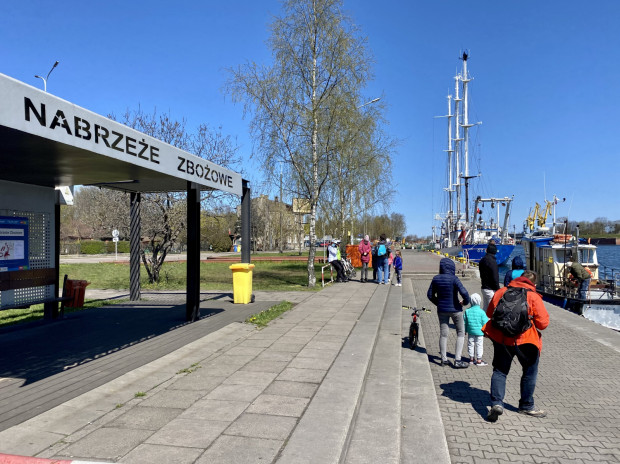 Od samego rana przeprawa przez Martwą Wisłą z Nowego Portu na Westerplatte cieszy się sporą popularnością.