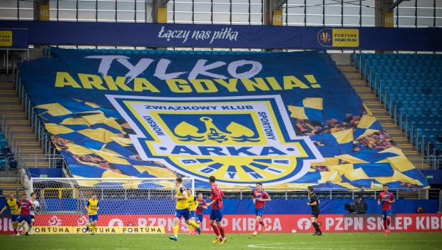 Arka Gdynia, jako jeden z 10 klubów I ligi, otrzymała zgodę PZPN na występy w przyszłym sezonie w ekstraklasie. Przypomnijmy, że dwie najlepsze drużyny awansują bezpośrednio, a trzecia po barażach dla zespołów z miejsc 3-6.