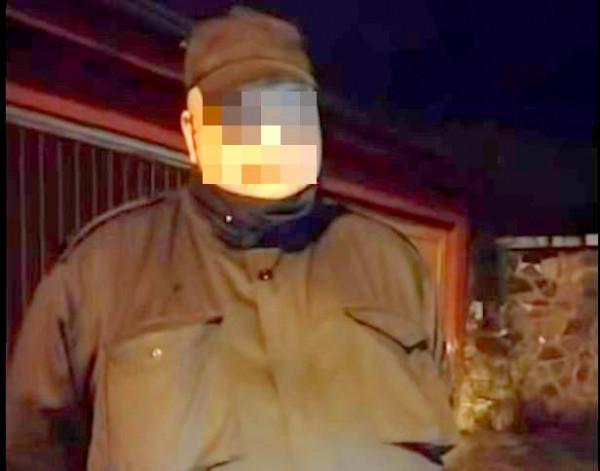 W sieci pojawiło się dwudziestominutowe nagranie rozmowy z mężczyzną, który opowiada o swoich internetowych rozmowach z nastolatkami. W ostatnich kadrach na miejsce przyjeżdża policja.