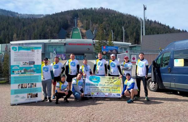 Pięciu biegaczy pokona w sztafecie dystans z Zakopanego do Sopotu. W niedzielę można ich powitać na skwerze Kuracyjnym, a wirtualnie wesprzeć charytatywną zbiórkę.