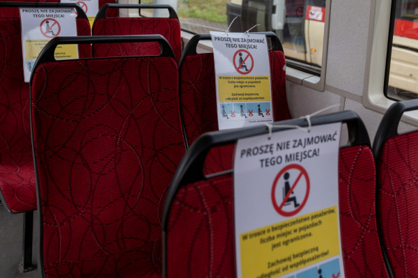 Od 15 maja 2021 r. limit pasażerów zostanie poluzowany. Miejski przewoźnik będzie mógł zapełnić 50 proc. miejsc siedzących i stojących.