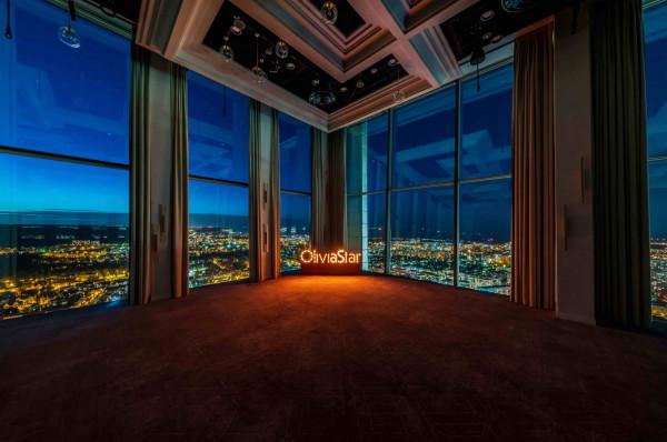 Kameralne koncerty na 34. piętrze Olivia Star połączone będą z kolacją i after party z udziałem artystów.