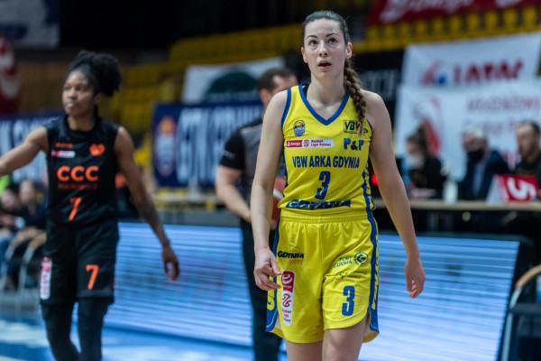 Angelika Slamova doznała kontuzji podczas treningu przed trzecim finałowym meczem mistrzostw Polski z CCC Polkowice. Z dalszej gry wykluczyły ją: zerwane więzadło w kolanie i uszkodzona łąkotka.