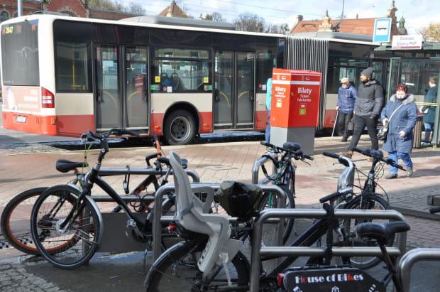 Zapytania pasażerów dotyczą m.in. przewozów rowerów i hulajnóg.