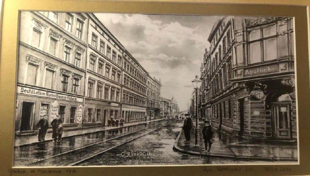 Ul. Toruńska na współczesnej grafice, wykonanej w oparciu o przedwojenną widokówkę. Po lewej widoczne kamienice, w miejscu których znajduje się obecnie opisana w artykule działka. Autorem grafiki jest Bronisław Lis, a jej właścicielką jest mieszkanka Dolnego Miasta Elżbieta Woroniecka.