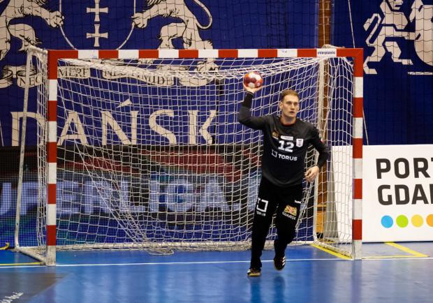 Wygrana w sobotę zapewni Torus Wybrzeże Gdańsk utrzymanie w PGNiG Superlidze. Bramkarz Artur Chmieliński (na zdjęciu) zapewnia, że zespół nie zamierza się tym zadowalać.