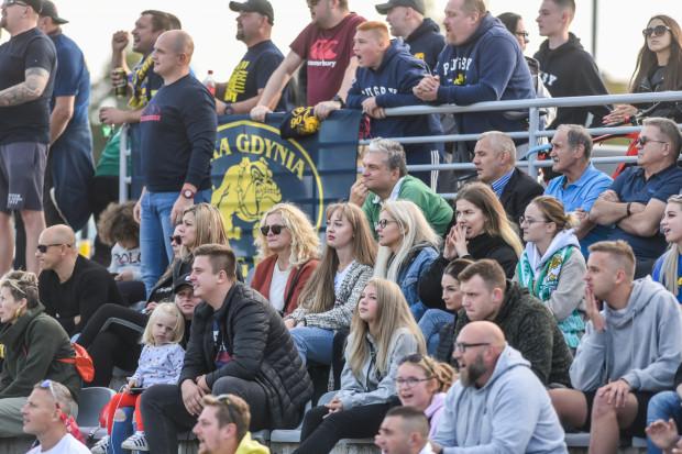 Kibice rugby w niedzielę, 16 maja mogą ponownie na stadionie obejrzeć mecze rugby. O godzinie 13 rozpoczną się derby Trójmiasta Arka Gdynia - Lechia Gdańsk, a o 15:30 Ogniwo Sopot zagra z Juvenią Kraków.