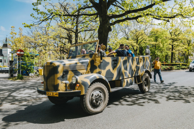 Do transportu darów wykorzystano zabytkowy pojazd - Mercedes-Benz L1500A. Maszyna wyprodukowana w 1942 r. na co dzień stanowi cenny eksponat Muzeum Techniki Wojskowej Gryf w Dąbrówce koło Wejherowa.