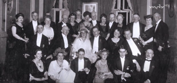 Wesele Ellen i Gustawa Adolfa w 1920 r. Kadr z filmu niemieckiej stacji MDR z 2017 r.