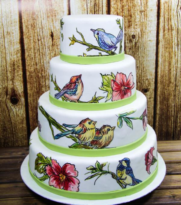 Ręcznie malowany tort weselny to prawdziwe dzieło sztuki, które z pewnością zachwyci wszystkich gości.