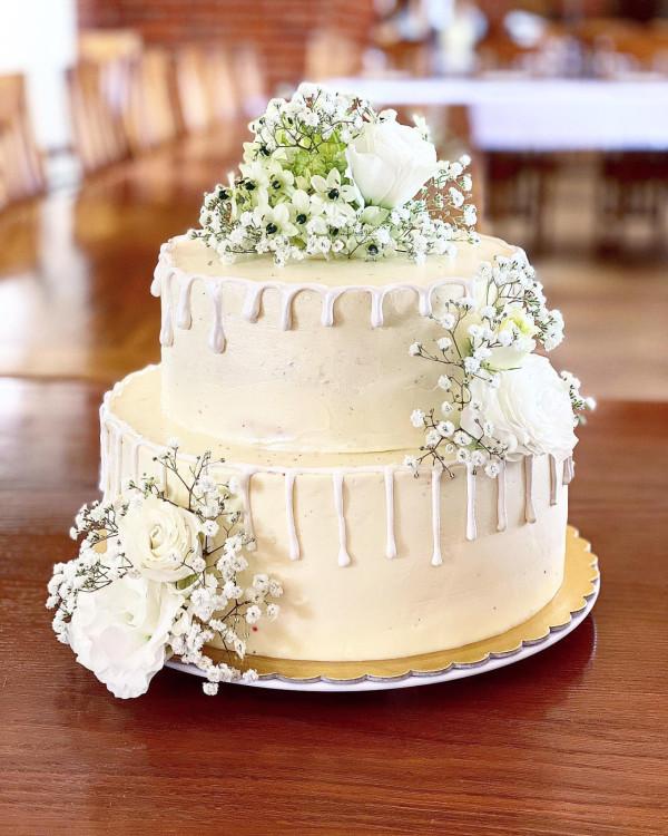 Torty ślubne przygotowane przez cukiernię Więcej!