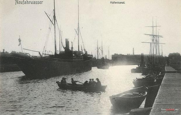 Kanał portowy w Nowym Porcie na widokówce z początku XX stulecia.