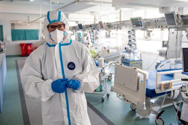 Dr n. med. Krzysztof Jarmoszewicz, specjalista kardiochirurg, specjalista transplantolog, ordynator Oddziału Kardiochirurgii Szpitala Specjalistycznego im F. Ceynowy w Wejherowie.