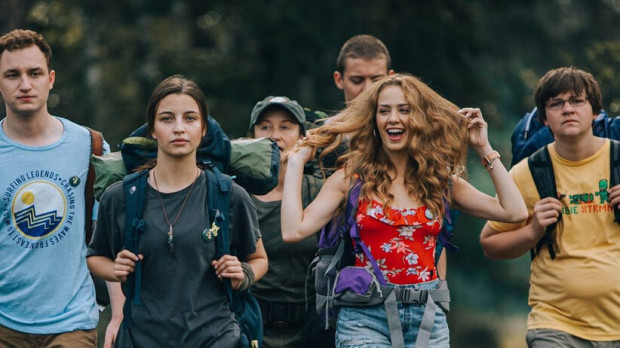 """""""W lesie dziś nie zaśnie nikt"""" to krwista i brutalna opowieść o grupce nastolatków, na którą poluje dwóch zmutowanych bliźniaków. - Sequel będzie kontynuacją tej historii, ale z nowymi bohaterami - zapewnia Kowalski."""
