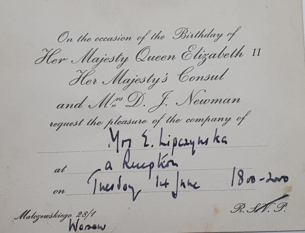 Zaproszenie dla Elizabeth Lipczinski na uroczystość w ambasadzie brytyjskiej w Warszawie z okazji urodzin królowej Elżbiety II.