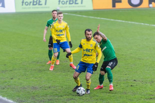 Maciej Rosołek (z lewej) po blisko 6 latach powtórzył wyczyn Marcusa i jest 11. piłkarzem Arki Gdynia, który na zapleczu ekstraklasy zaliczył hat-tricka.