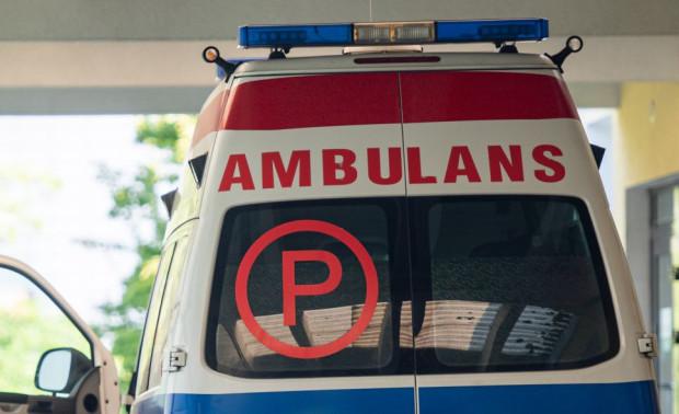 Policjanci ustalają, do kogo należał ambulans, którym uciekał 20-latek. Sprawdzają też, czy faktycznie jest on ratownikiem medycznym, czy też tylko za takiego się przebrał (zdjęcie poglądowe).