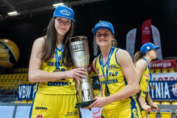 """Słynny duet """"Kamala"""", który pochodzi od imion koszykarek: Kamili Podgórnej (z lewej) i Amalia Rembiszewska (z lewej) został rozdzielony. Ta pierwsza związała się z klubem nowym kontraktem, natomiast druga dołączy do innego klubu."""