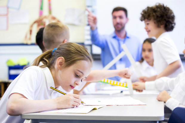 Nauczycielowi też przysługuje ekwiwalent pieniężny za okres niewykorzystanego urlopu.