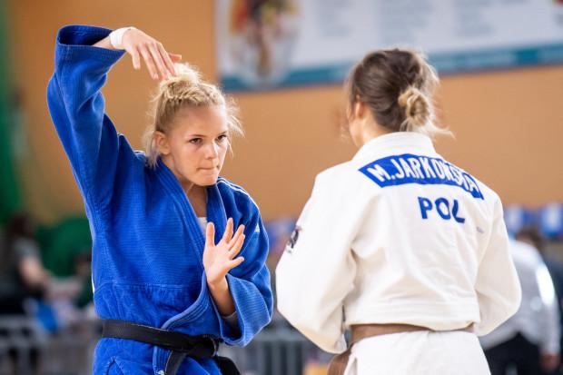 Karolina Miller (z lewej) podczas finałowej walki z Magdaleną Jarkowską.