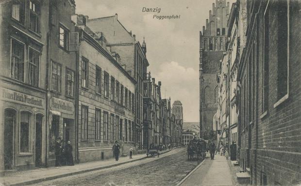 Ulica Żabi Kruk, dawna Poggenpuhl, na zdjęciu z początku XX wieku. Widok w kierunku Głównego Miasta.