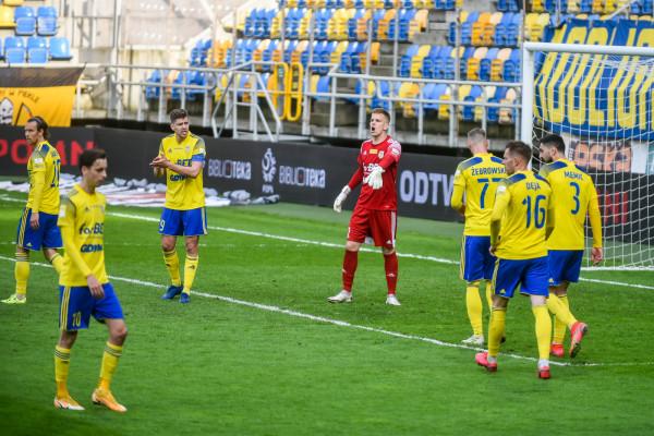 """Arka Gdynia gra na """"zero z tyłu"""" od czterech meczów. Spora w tym zasługa bramkarza Daniela Kajzera i obrońców."""