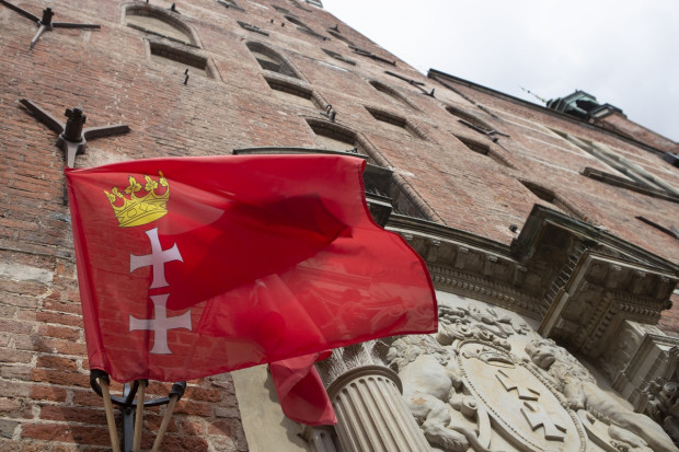 Flagi przyozdobią ważne obiekty i ulice na głównych arteriach miasta.
