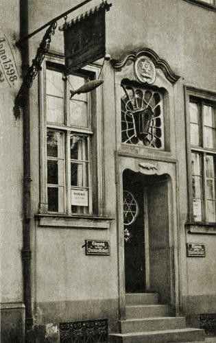 Od 1598 roku działała wytwórnia Der Lachs przy Breitgasse 52 - czyli w miejscu, w którym przez 44 lata mieściła się restauracja Pod Łososiem.