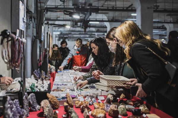 Bolsa de metales, festival de las flores y nuevo café en la calle Elektryków