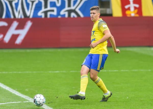 Michał Marcjanik strzelił pierwszego gola dla Arki Gdynia i tym samym poderwał kolegów do ataku z Koroną Kielce.