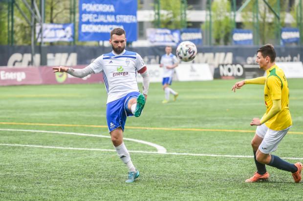 Bałtyk Gdynia doznał trzeciej porażki z rzędu w rozgrywkach III ligi. Na zdjęciu kapitan Damian Garabacik.