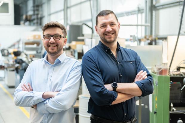 Mateusz Białobrzewski i Karol Kiełbiński, właściciele firmy Tkmatik.