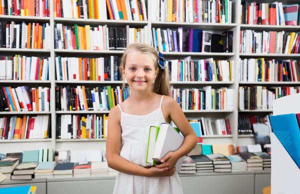Książka to najlepszy prezent na każdą okazję. Dziś w naszym cyklu polecamy wartościowe tytuły z Trójmiasta dla dzieci i młodzieży.