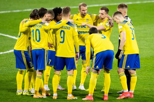 Spotkanie z Koroną Kielce nie było pierwszym Arki Gdynia w tym sezonie, gdy piłkarze pokazali charakter. Nieco ponad miesiąc wcześniej potrafili wygrać z Zagłębiem Sosnowiec, mimo że przegrywali 0:2.