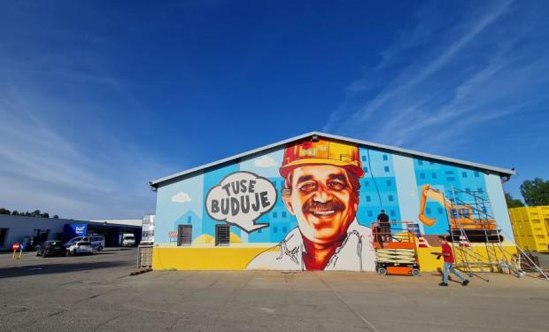 Odnowiony market w Kokoszkach zdobi mural Tusego, gdańskiego street-artowca.