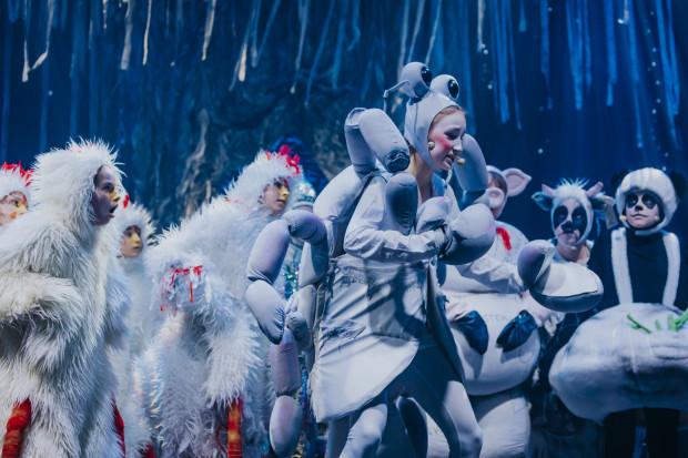 """""""Fauna. Musical nieludzki"""" zgodnie z tytułem poświęcony jest doli zwierząt. Poznajemy je w zwierzęcym niebie, w którym jest coraz mniej miejsca dla nowo przybyłych."""
