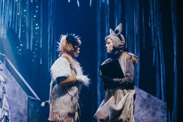 Pimek (po lewej) trafia do nieba. Jednak nie przestaje wierzyć, że uda mu się wrócić do swojej ukochanej Klary, która dopiero zaczyna rozumieć skalę krzywdy i cierpień zwierząt.