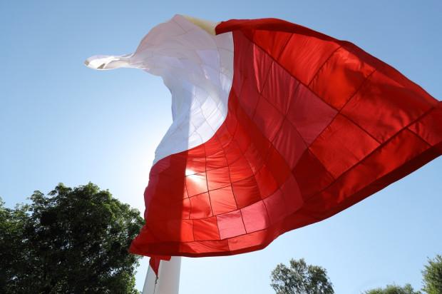 Patchworkowa flaga powstała podczas 30. obchodów rocznicy, 4 czerwca 2019 r.