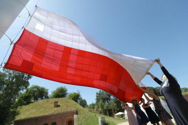 Na Górze Gradowej w Gdańsku znów zawiśnie symboliczna flaga uszyta z setek kawałków materiału przez przedstawicieli różnych grup społecznych.